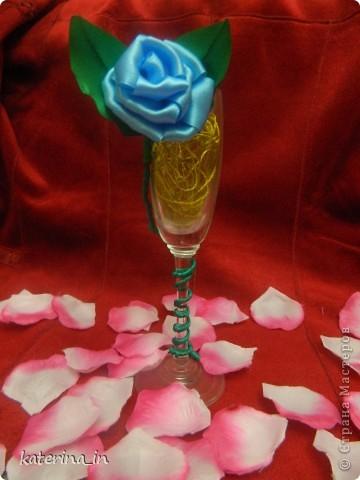 Предлагаю Вам,уважаемые мастерицы,2 МК в одной теме,как создать цветы из лент легко и просто,но красиво и быстро!Вот здесь http://stranamasterov.ru/node/254663  которые я уже выставляла,решила сделать МК,чтобы поделиться с вами опытом. фото 17