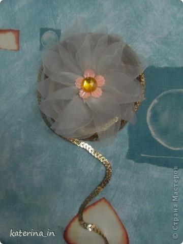 Предлагаю Вам,уважаемые мастерицы,2 МК в одной теме,как создать цветы из лент легко и просто,но красиво и быстро!Вот здесь http://stranamasterov.ru/node/254663  которые я уже выставляла,решила сделать МК,чтобы поделиться с вами опытом. фото 27
