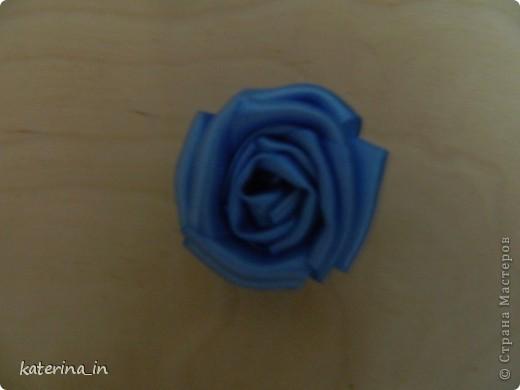 Предлагаю Вам,уважаемые мастерицы,2 МК в одной теме,как создать цветы из лент легко и просто,но красиво и быстро!Вот здесь http://stranamasterov.ru/node/254663  которые я уже выставляла,решила сделать МК,чтобы поделиться с вами опытом. фото 11