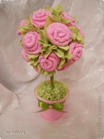 Моя мама очень любит розы, причем именно розовые, вот я для нее сделала топиарий с розовыми цветочками фото 1