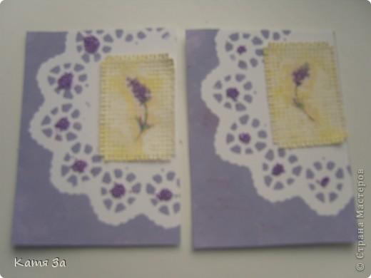 """В последнее время я увлеклась декупажем, и решила сделать серию в этой технике. Фон карточки катон+акриловая краска, ажурная салфетка использованна как трафарет (а не приклеена). АТС """"лаванда"""", для создания серии я использовала канву, салфетки, акриловые краски и микробисер.  Приглашаю кредиторов: bibka, bagira, Nono4ka и Алин@. И всех-всех, кому понравится!  Карточки на новеньком """"лавандовом"""" подносе. :))) фото 3"""