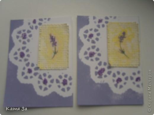 """В последнее время я увлеклась декупажем, и решила сделать серию в этой технике. Фон карточки катон+акриловая краска, ажурная салфетка использованна как трафарет (а не приклеена). АТС """"лаванда"""", для создания серии я использовала канву, салфетки, акриловые краски и микробисер.  Приглашаю кредиторов: bibka, bagira, Nono4ka и Алин@. И всех-всех, кому понравится!  Карточки на новеньком """"лавандовом"""" подносе. :))) фото 4"""