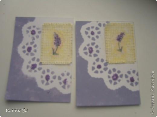 """В последнее время я увлеклась декупажем, и решила сделать серию в этой технике. Фон карточки катон+акриловая краска, ажурная салфетка использованна как трафарет (а не приклеена). АТС """"лаванда"""", для создания серии я использовала канву, салфетки, акриловые краски и микробисер.  Приглашаю кредиторов: bibka, bagira, Nono4ka и Алин@. И всех-всех, кому понравится!  Карточки на новеньком """"лавандовом"""" подносе. :))) фото 5"""