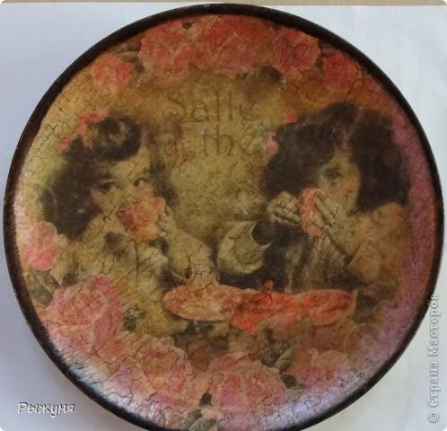 Всем  жителям СМ  приветик и наилучшие пожелания! Тема не моя, но приглянулась рисовая карта с розами и сделала вот такой комплект - тарелка -панно( диаметр 30 см) и шкатулка фото 2