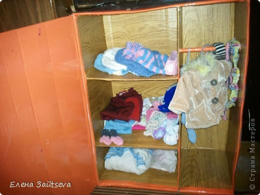 Уже бывший в употреблении и претерпевший переезд шкаф для кукольных вещей... фото 2