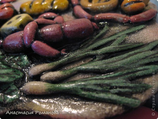 Эта рыбешка сделана на заказ, попросили с едой, так как будет она жить у новой хозяйки на кухне. По размеру рыбка чуть меньше ладони. фото 5