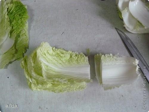 С детства не любила голубцы из-за капусты. Вечно выковыривала фарш, а лист оставляла. Сейчас готовлю с пекинской капустой, она и нежнее и мягче. Надеюсь, кому нибудь пригодиться.Приготовим фарш, грибы ( у меня шампиньоны), приправу, пекинскую капусту. фото 3