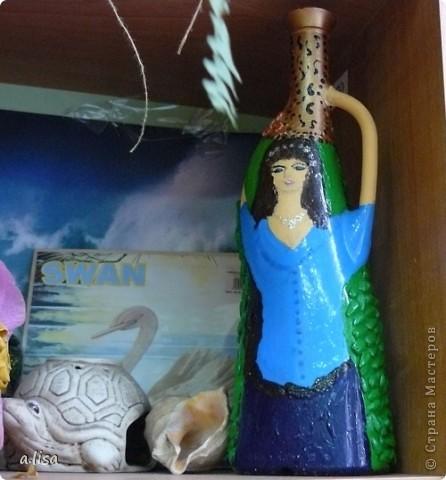 Вот из такой бутылки, я решила сделать вазу. В голову пришла идея только девушки с кувшином. фото 1
