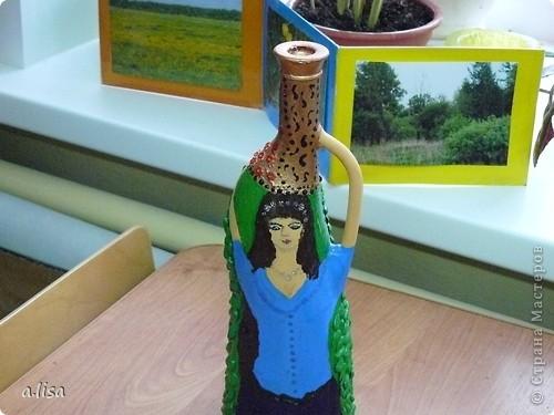 Вот из такой бутылки, я решила сделать вазу. В голову пришла идея только девушки с кувшином. фото 2