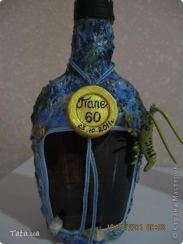 Добрый день, уважаемые жители Страны Мастеров! Вот представляю Вашему вниманию свои первые пробы декора поздравительных бутылочек... Насмотревшись красоты на страницах сайта, решила попробовать сделать что-то подобное для папы, который 23 октября празднует юбилей...Преклоняю голову перед Мастерицами, которые умудряются сделать шикарные красоты за 2-3 дня......У меня же ушло почти две недели!!!! Две недели обеденных перерывов,... это много.....Кто в обед  чайком-кофейком с плюшками балуется, а кто с коробками с клеями, красками, лаками, бутылками укромный уголок ищет, чтобы расположиться......))))) . Спасибо мастер-классам и ответам на мои вопросы мастерицам, которые сподвигли меня на эту пробу пера:  http://stranamasterov.ru/node/153839?c=favorite , http://stranamasterov.ru/node/235655?c=favorite , http://stranamasterov.ru/node/245724#comment-2458330 . Использовала полные, запечатанные бутылки, крышки не декорировала, так как будут вскрываться... фото 9