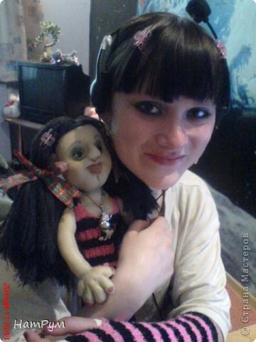 """Это моя первая БОЛЬШАЯ 45см портретная кукла. Делала ее для дочери и поэтому зовут их одинаково - Кристина. Она на проволочном каркасе, принимает разные позы и отражает разные увлечения моего детеныша. """"Побренчали на балалайке"""" - пошли дальше. фото 5"""