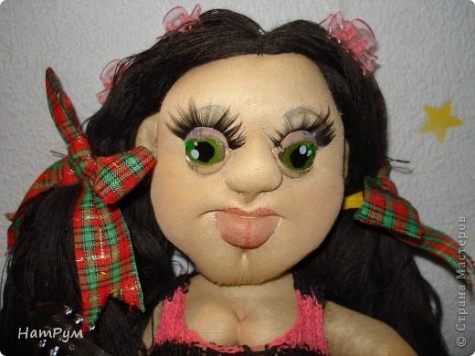 """Это моя первая БОЛЬШАЯ 45см портретная кукла. Делала ее для дочери и поэтому зовут их одинаково - Кристина. Она на проволочном каркасе, принимает разные позы и отражает разные увлечения моего детеныша. """"Побренчали на балалайке"""" - пошли дальше. фото 6"""
