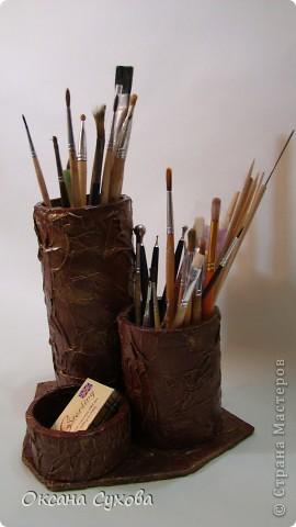 У меня правда не карандашница, а кисточница, т.к. у меня кисточек много и они на длинных ножках я сделала для них такую подставку.  фото 2
