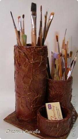 У меня правда не карандашница, а кисточница, т.к. у меня кисточек много и они на длинных ножках я сделала для них такую подставку.  фото 1
