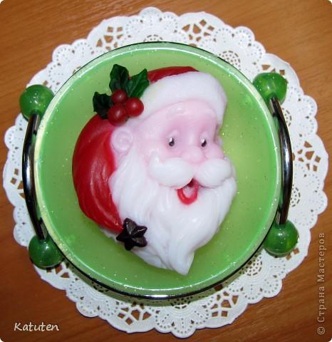 Ошибок конечно много...как говорится первый блин комом....конечно очень нелегко его делать в цвете... Санта с ароматом малины