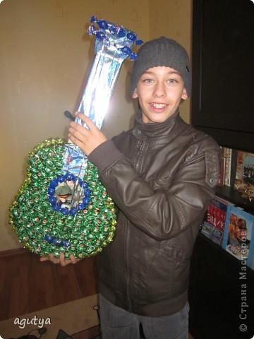 Моя первая крупная работа из конфет) Подарок братику на День Рождения, 13 лет. фото 4