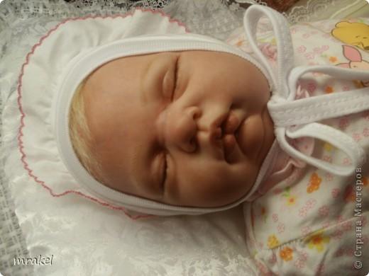 Первая изготовленная мной кукла-реборн. Дебют.  Кукла расписана специальными красками гинезис, закреплена маттварнишем, реснички и волосы прошиты нежным махером, утяжелена кукла стекло и пластикогранулятом, набита синтепоном. Родилась малышка 23 февраля, рост 50см., вес около 3 кг. Должен был быть мальчик, а получилась девочка, я назвала её Соней. Познакомьтесь! фото 11