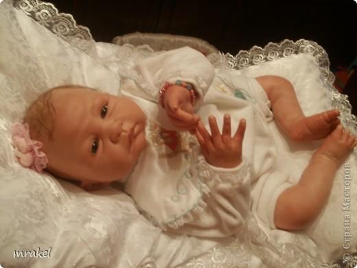 Этот малыш появился на свет сегодня. Выполнен он из молда Тесса от скульптора Себиллы Бос. Малыш ростом 50 см., вес 2300. Глазки я ему вставила из немецкого стекла, волосики нежный махер. Получился очень трогательный малыш. фото 7