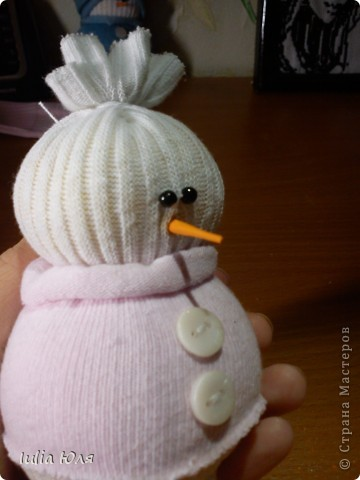 Мастер-класс Новый год Рождество Шитьё Снеговики из носков Бусинки Карандаш Нитки Носки фото 15