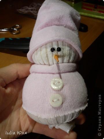 Первоисточник http://thenshemade.blogspot.com/2011/01/sock-snowmen.html фото 17