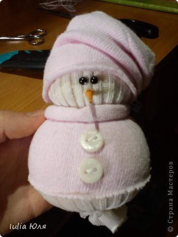 Мастер-класс Новый год Рождество Шитьё Снеговики из носков Бусинки Карандаш Нитки Носки фото 18