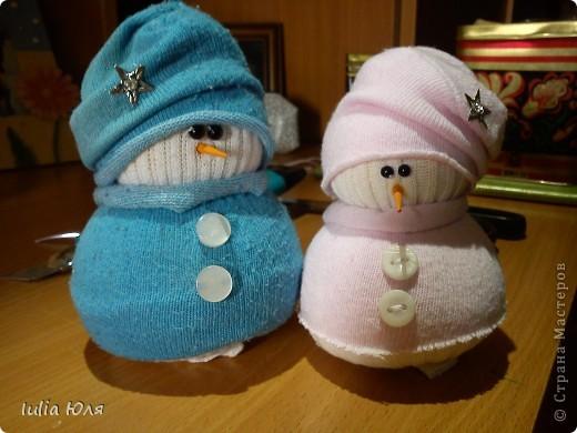 Мастер-класс Новый год Рождество Шитьё Снеговики из носков Бусинки Карандаш Нитки Носки фото 1