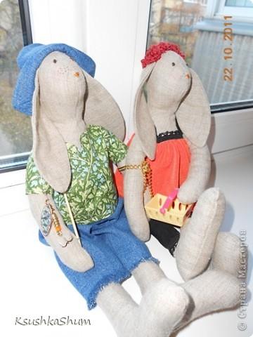 """Для любимой сестрёнки на годовщину свадьбы сшила """"портреты"""" по """"классической"""" выкройке кроликов Тильда. Он - увлечённый рыбак, она - кассир в супермаркете.... А вместе они - """"Скованные одной цепью"""""""