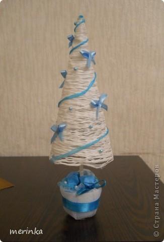 Представляю вам мою первую елочку, так сказать проба пера))) Надо уже готовиться к Новому году и хочу сделать много елочек на подарки.  фото 1