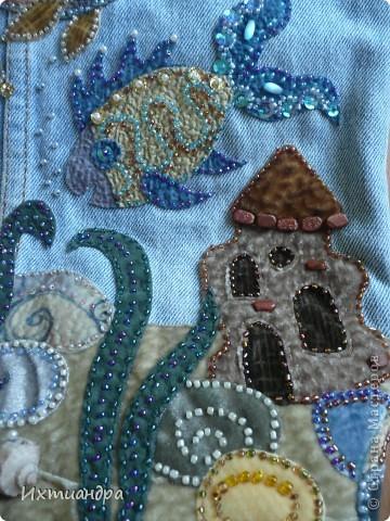 Летняя сумочка из старых джинсов. Рыбки украшены бисером. фото 6