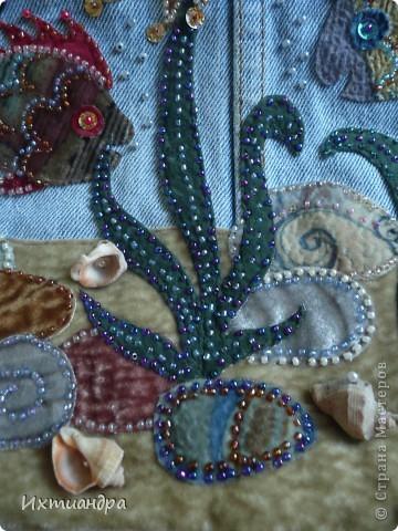 Летняя сумочка из старых джинсов. Рыбки украшены бисером. фото 10