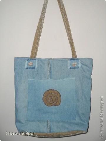 Летняя сумочка из старых джинсов. Рыбки украшены бисером. фото 11