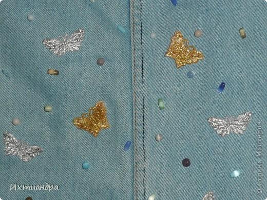 Летняя сумочка из старых джинсов. Рыбки украшены бисером. фото 19