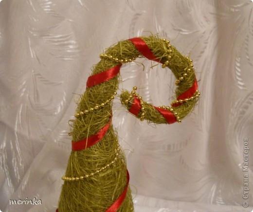 Продолжатся активная подготовка к самому сказочному празднику)) На этот раз у меня выросла сизалевая елочка. фото 4