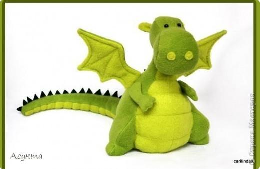 В преддверии Нового года я тожу вношу свою лепту в дракономанию. Это моя третья игрушка-валяшка, рождалась в муках, долго, в несколько подходов, но причины тому косвенные. Поэтому очень важно ваше мнение фото 2