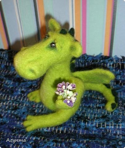 В преддверии Нового года я тожу вношу свою лепту в дракономанию. Это моя третья игрушка-валяшка, рождалась в муках, долго, в несколько подходов, но причины тому косвенные. Поэтому очень важно ваше мнение фото 3