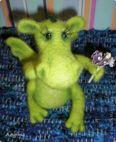 В преддверии Нового года я тожу вношу свою лепту в дракономанию. Это моя третья игрушка-валяшка, рождалась в муках, долго, в несколько подходов, но причины тому косвенные. Поэтому очень важно ваше мнение фото 4