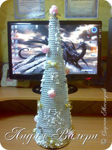 Так как гласит календарь Новый 2012 год - год черного водяного дракона. Вот у меня и появилась идея сделать елочку, но не простую, а  приносящую удачу, счастье, богатство.... в Новом 2012 году. фото 3