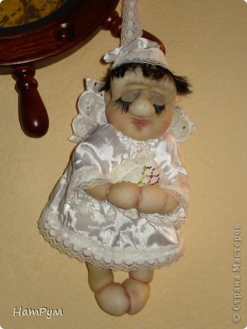 Маленькому армянскому мальчику исполнилось 8 лет. Мама хотела портретную куклу, а я хотела ангела. Пришли к компромиссу: ангелочек с чертами именинника.  фото 1