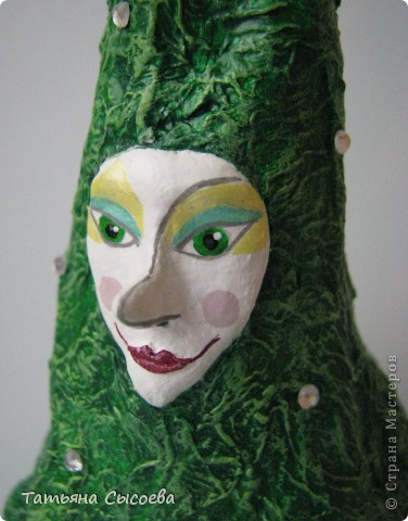 Прогуливаясь по просторам интернета наткнулась на потрясающие игрушки мастера-кукольника Анхин (http://www.ankhin.ru/?ny_2008/roli) и практически сразу на мастер-класс по этим игрушкам - http://www.christmasheaven.ru/articles.php?article_id=80. После непродолжительного раздумья и перетряхивания своих закромов у меня получились вот такие персонажи:  фото 10