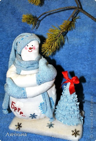 Снеговичок Брррр.. Замерз, бедненький, но вида не подает! фото 1