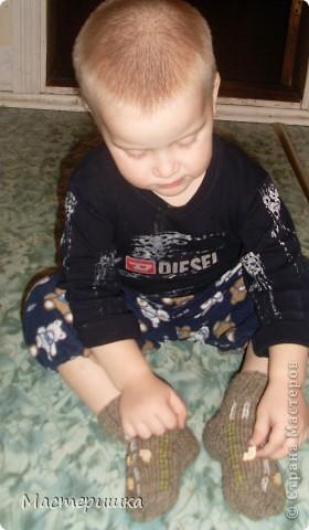 Добрый вечер Всем! Связала сынку (младшему) носочки с сюрпризом. Очень любим машинки, но не очень носить носочки. фото 5