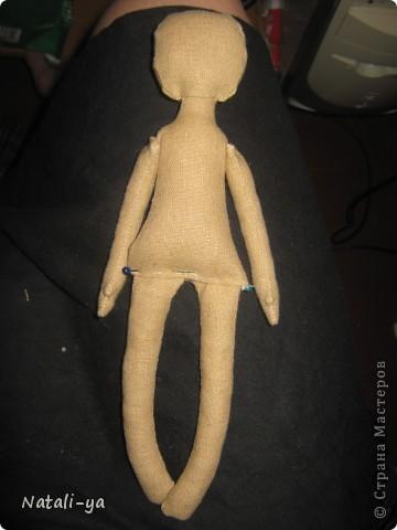 Предположим, что выкройка у Вас есть...:) Ну что делается с выкройкой, думаю, не надо описывать)) Прострочила ножки, ручки,тельце. Задняя часть головы из двух частей, передняя - из одной. Сшила, оставила проем для вставки на шею... фото 10
