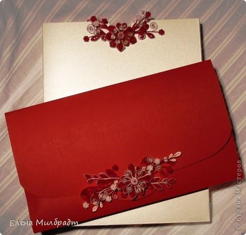 Подарочный конверт. Подарок упакован по принципу матрешки. Коробочка – конверт в конверте-подарок. Букет в красно-белой гамме удачно завершит композицию. фото 1