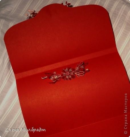 Подарочный конверт. Подарок упакован по принципу матрешки. Коробочка – конверт в конверте-подарок. Букет в красно-белой гамме удачно завершит композицию. фото 4