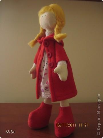 Очень мне понравилась кукла  снежная девочка. Выкроила время и пошила сразу двух подружек. Вот такие они  получились. Они могут сидеть и поднимать  ручки. Высота 33-35 см фото 5