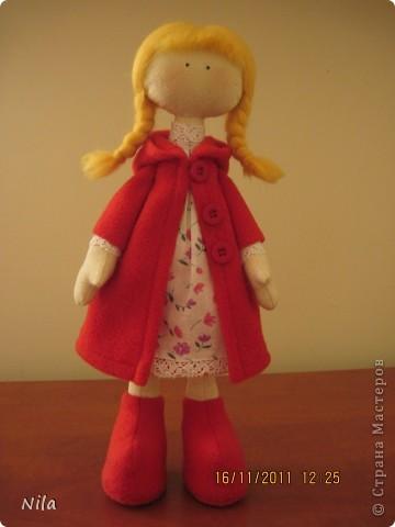 Очень мне понравилась кукла  снежная девочка. Выкроила время и пошила сразу двух подружек. Вот такие они  получились. Они могут сидеть и поднимать  ручки. Высота 33-35 см фото 4