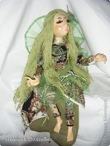 Ну не могла я обойти стороной кукол из полимерной глины. Сама использовала самозастывающую глину Das. Кукла каркасная, руки, ноги гнуться. Волосы - пряжа.    фото 1