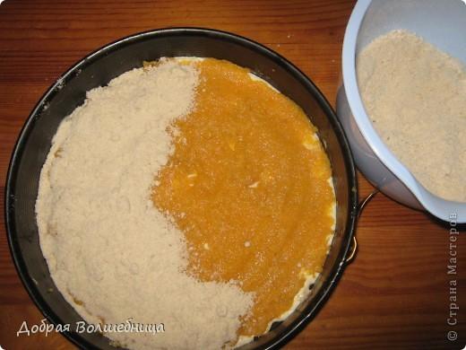 Очень люблю эту вкусняшку. Название себя полностью оправдывает. Для пирожных: 200г кураги 200 г муки (1 ст) 100 г сахара (1/3cт)  1 чл соды 50 г сл масла 60 мл молока 150 г яблочного йогурта Соль по вкусу. Для обсыпки: 100 г муки 30 г сл масла 100 г сахара 0,5 ч л  корицы  фото 7