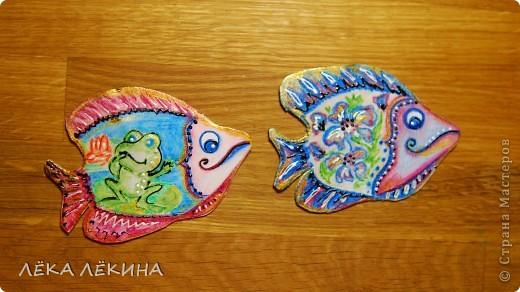 """Серия """"Волшебные рыбы"""". Сделаны из картона, акварельная бумала, акварельные карандаши, объемные контуры, патинировано золотом. Сразу скажу что идея не моя, подсмотрела тут ...https://stranamasterov.ru/node/271179?c=new Но роспись вся ручная и авторская:) Приглашаю своих кредиторов: Copilka,  Azhgihinanata, Танечку Имполитову фото 5"""