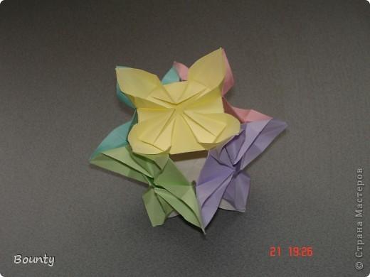 """Эту кусю я делала очень давно. Высота: 7см. Оказывается, я эту кусю выдумала! Делала """"цветок на кубе"""", а получилась вот такая!"""